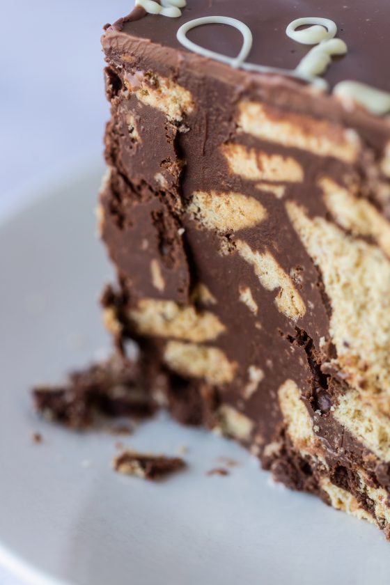 Thunders 'Chocolotta' Crunchy Biscuit Cake