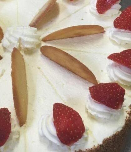 Thunders Strawberry Shortcake Gateau
